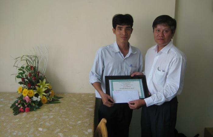 Ban Giám đốc Cty trao tặng bằng khen cho tập thể Phòng Kỹ thuật