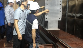 Australian Client come to Nam Viet's factory to inspect cranes before export