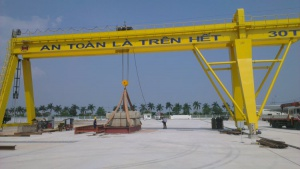 Double Gantry Crane with console in one side 30 tons