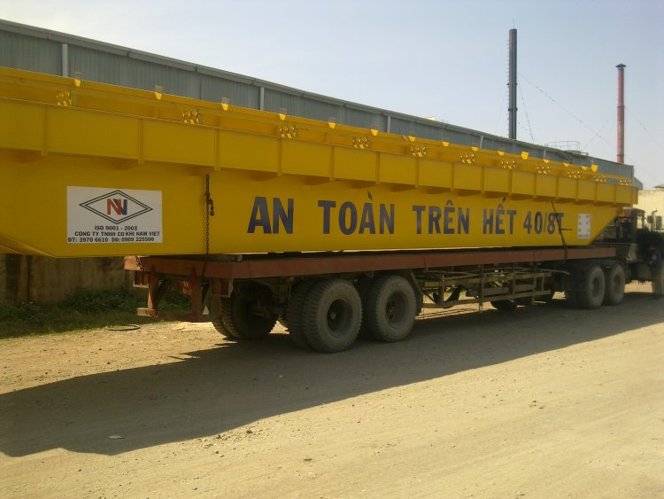 Double girder crane 40/8 tons