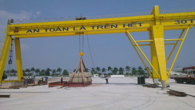 Cổng trục dầm đôi 30 tấn có tầm với